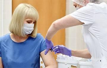 Теории заговора и недоверие к властям: почему в России буксует вакцинация