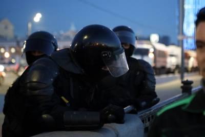 В Петербурге задержали мужчину с плакатом «Владимир Владимирович Путин, хватит врать»