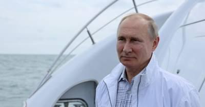 """""""Мирный проход"""" и """"третья мировая"""". Лондон отверг обвинения Путина в провокации у берегов Крыма"""