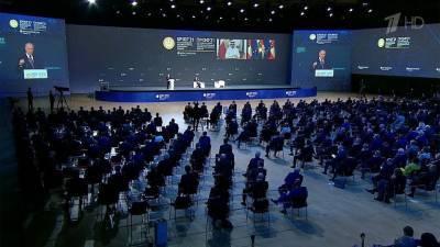 Президент России и руководители других государств приняли участие в дискуссии Петербургского форума
