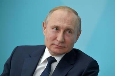 Россия обеспечит удобные условия для вакцинации иностранцев, пообещал Путин