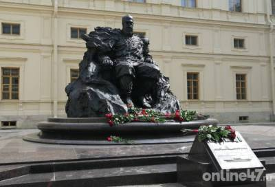 Александр Дрозденко на открытии памятника Александра III: настоящее украшение Гатчинского дворца