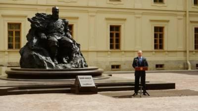 Владимир Путин посетил церемонию открытия памятника Александру III