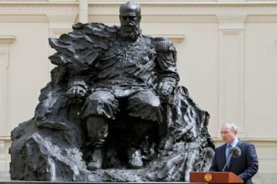 Путин открыл памятник Александру III в Гатчинском дворце