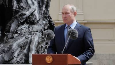 Владимир Путин открыл памятник Александру III в Гатчине