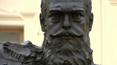 Владимир Путин принял участие в открытии памятника российскому императору Александру III