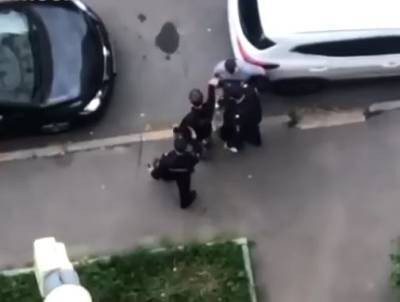 Бой продолжается: в Москве в массовой драке со стрельбой столкнулись «Антифа» и Skinheads