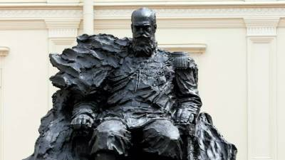 Скульптор рассказал, что ошибка в ордене на памятнике Александру III исправлена