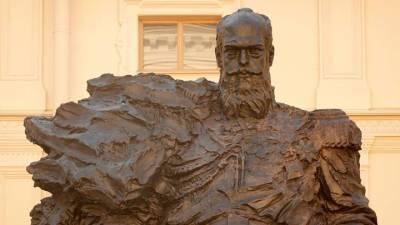 Техническую ошибку на памятнике Александру III оперативно исправили