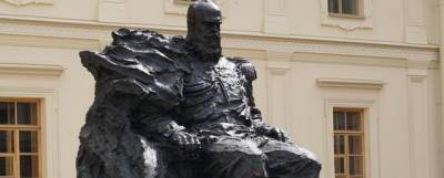 На памятнике Александру III в Гатчине исправили техническую ошибку
