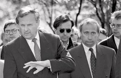 Забытые фото молодого Путина: безразмерный пиджак, тонкий профиль