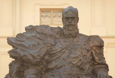 Скульптор Владимир Бродарский: Неточность в памятнике Александру III в Гатчине исправлена