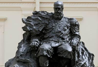 Скульптор исправил ошибку на памятнике Александру III через сутки после открытия