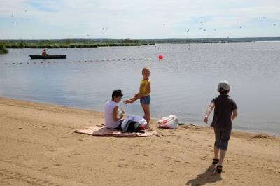 В МЧС разрешили петербуржцам купаться на 15 городских пляжах