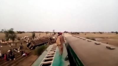 В Пакистане при столкновении поездов погибли более 30 человек
