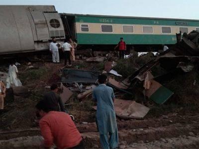 На юге Пакистана при столкновении поездов погибли более 30 человек