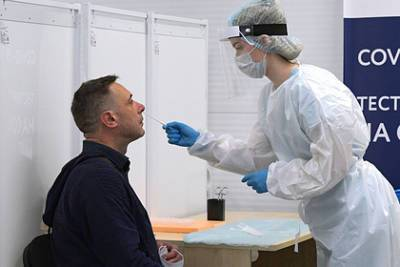 Рост заболеваемости коронавирусом в Петербурге объяснили
