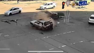 У столиці під час ДТП на проїжджу частину випав пасажир