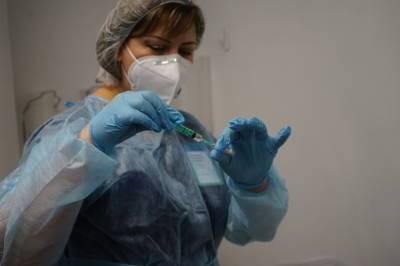 Платно вакцинировать иностранцев в Петербурге могут начать во время Евро-2020