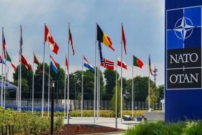 Министр обороны ФРГ выступила за диалог между РФ и НАТО по контролю над вооружениями