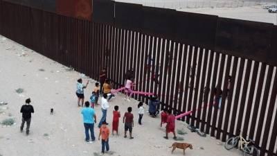 «Он разрушает нашу страну»: Трамп обрушился на Байдена у стены на границе с Мексикой