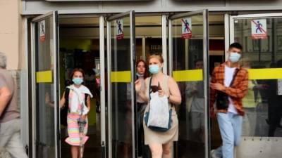 Молодежь Петербурга ответила Смольному на обвинения в ухудшении COVID-ситуации в городе
