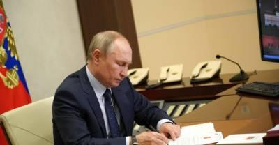 Путин подписал закон, запрещающий публичную демонстрацию изображений нацистов