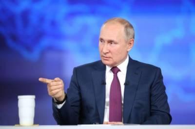 Путин подписал закон о запрете уравнивания в войне ролей СССР и Германии