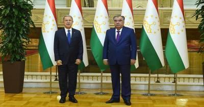 Эмомали Рахмон встретился с министром обороны Турции