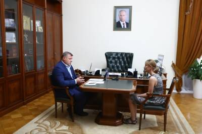 Игорь Бабушкин лично встретился с астраханкой, обратившейся на прямую линию с президентом России