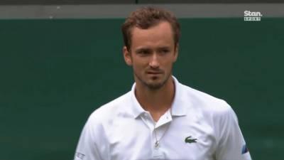 Российский теннисист Даниил Медведев пробился в третий круг Уимблдона