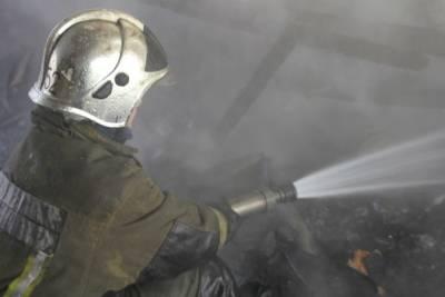 На Васильевском острове спасатели справились с пожаром повышенной сложности