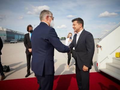 Зеленский прилетел в Германию на встречу с Меркель. В ОП рассказали о программе встреч