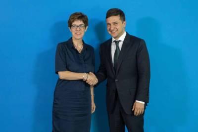 Глава Минобороны Германии отказалась встретиться с Зеленским