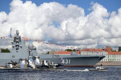 В акватории Невы прошла первая ночная репетиция парада ВМФ
