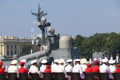 Вдвое урезано количество гостей на параде дня ВМФ в Петербурге