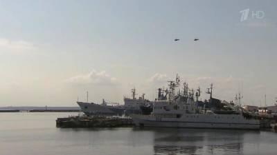 В Петербурге полным ходом идут тренировки перед Главным военно-морским парадом страны