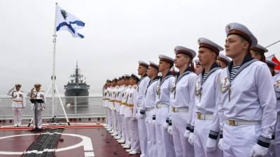 В Петербурге прошла ночная репетиция парада кораблей ко Дню ВМФ