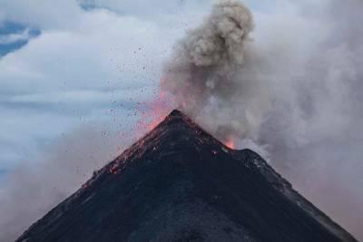 Японские ученые научили спутники предвещать извержения вулканов и мира