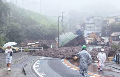 Число жертв схода оползня в Японии достигло 15