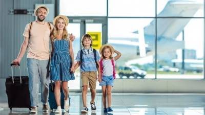 Семейные скидки: Мишустин поручил запустить продажу авиабилетов по спецтарифу