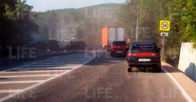 КамАЗ летел по встречке: Лайф публикует видео последних минут перед массовым ДТП в Крыму