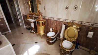 На Ставрополье задержали главу ГИБДД, у которого дома установлен золотой унитаз