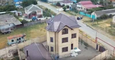 """Лайф снял на видео ещё два дома главы ставропольской ГИБДД, и это вовсе не """"золотые"""" дворцы"""