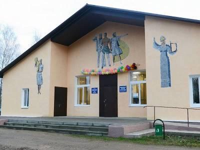 Анна Андреенкова ознакомилась с условиями работы Домов культуры Ельнинского района