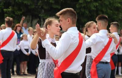 Губернатор Смоленской области поручил организовать общерегиональный выпускной для 11-классников