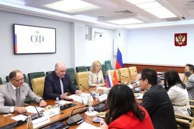 Состоялась встреча председателя Комитета СФ по международным делам Григория Карасина с Послом Вьетнама в РФ Данг Минь Кхоем