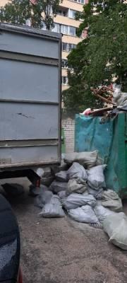 Неизвестные из Газели выбрасывали мусор в Санкт-Петербурге — фото и видео
