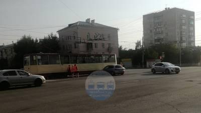"""Легковой автомобиль """"поцеловал"""" трамвай в Челябинске"""