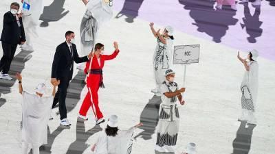 Спортсмены РФ вышли на церемонию открытия Олимпийских игр под флагом ОКР